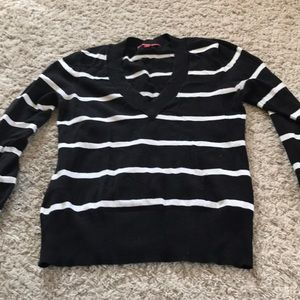 V neck black and white XL sweater